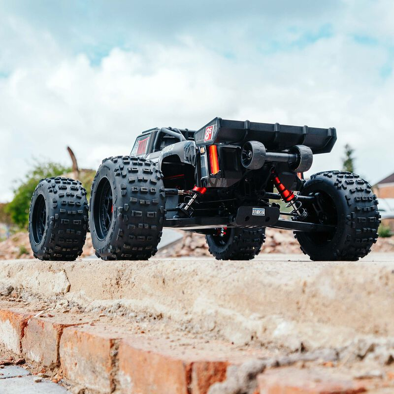 ARRMA OUTCAST 1/5 4WD Extreme Bash Stunt Truck Roller [VIDEO]