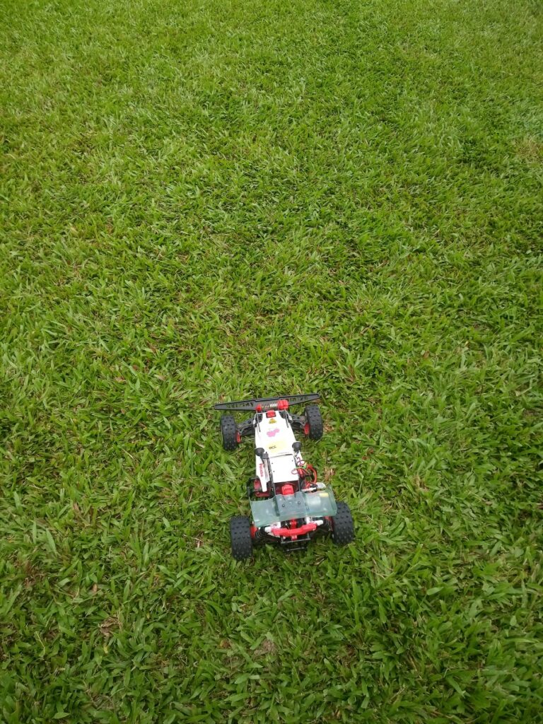 RC techtip vid: choosing the right grassland for buggy racing